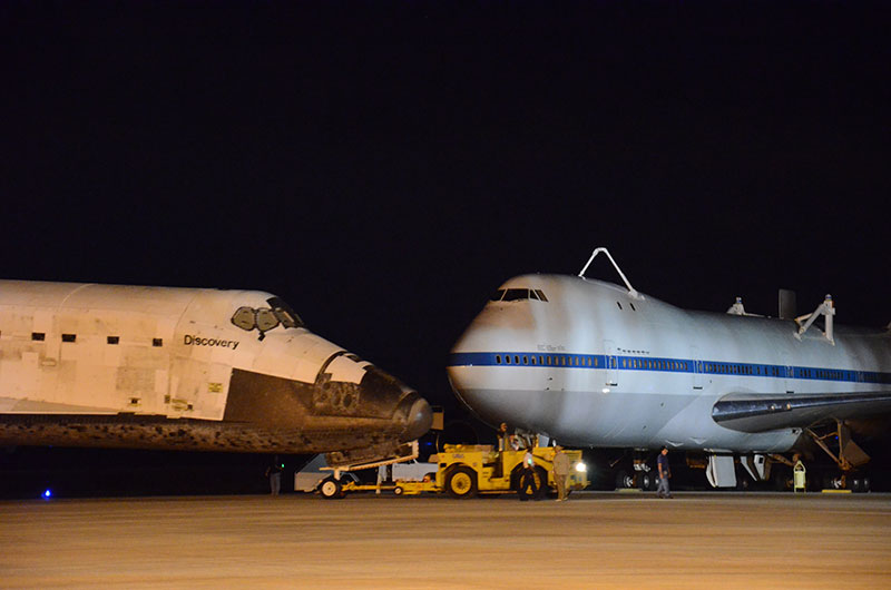 Space shuttle Discovery returns to runway for ride to Smithsonian