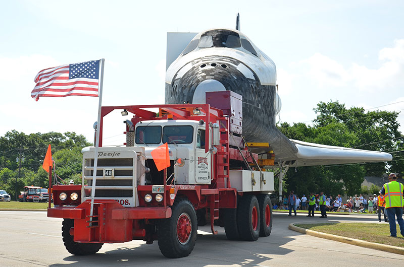 Sunday drive: Space shuttle replica's road trip to Space Center Houston