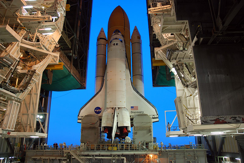 Space shuttle Discovery makes last trip to launch pad