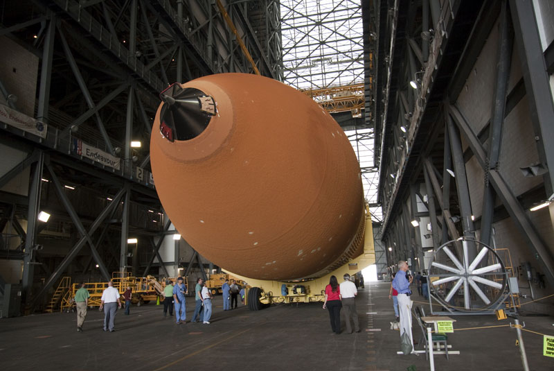 Space shuttle's final fuel tank arrives at launch site