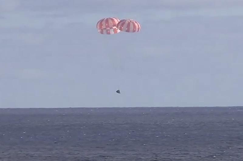 Splashdown! NASA's Orion space capsule completes 'flawless ...