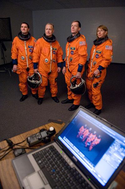 [STS-135] Atlantis:  fil dédié aux préparatifs, lancement prévu pour le 8/07/2011 - Page 3 Sts135_crewportrait02