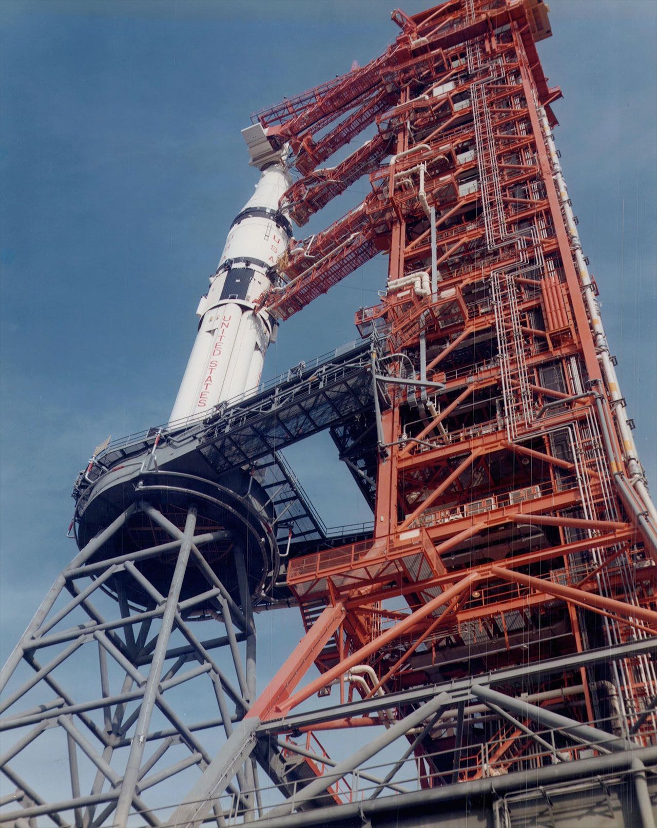 Apollo tower proposed as monument   collectSPACE