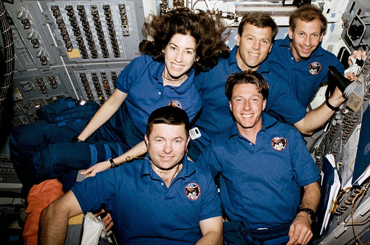 ellen ochoa on space shuttle discovery - photo #16