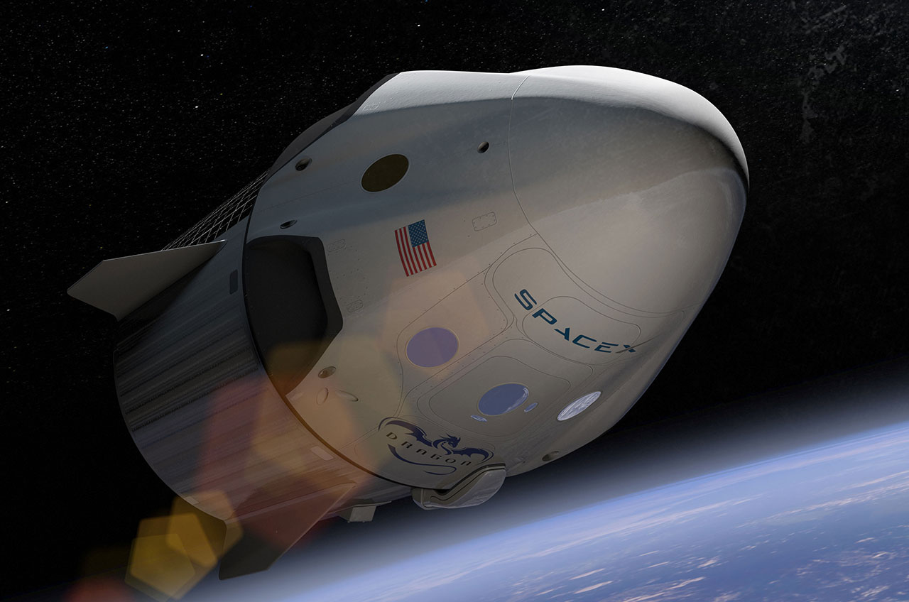 spacex to launch privately crewed dragon on 39 loop around the moon 39 in 2018 collectspace. Black Bedroom Furniture Sets. Home Design Ideas