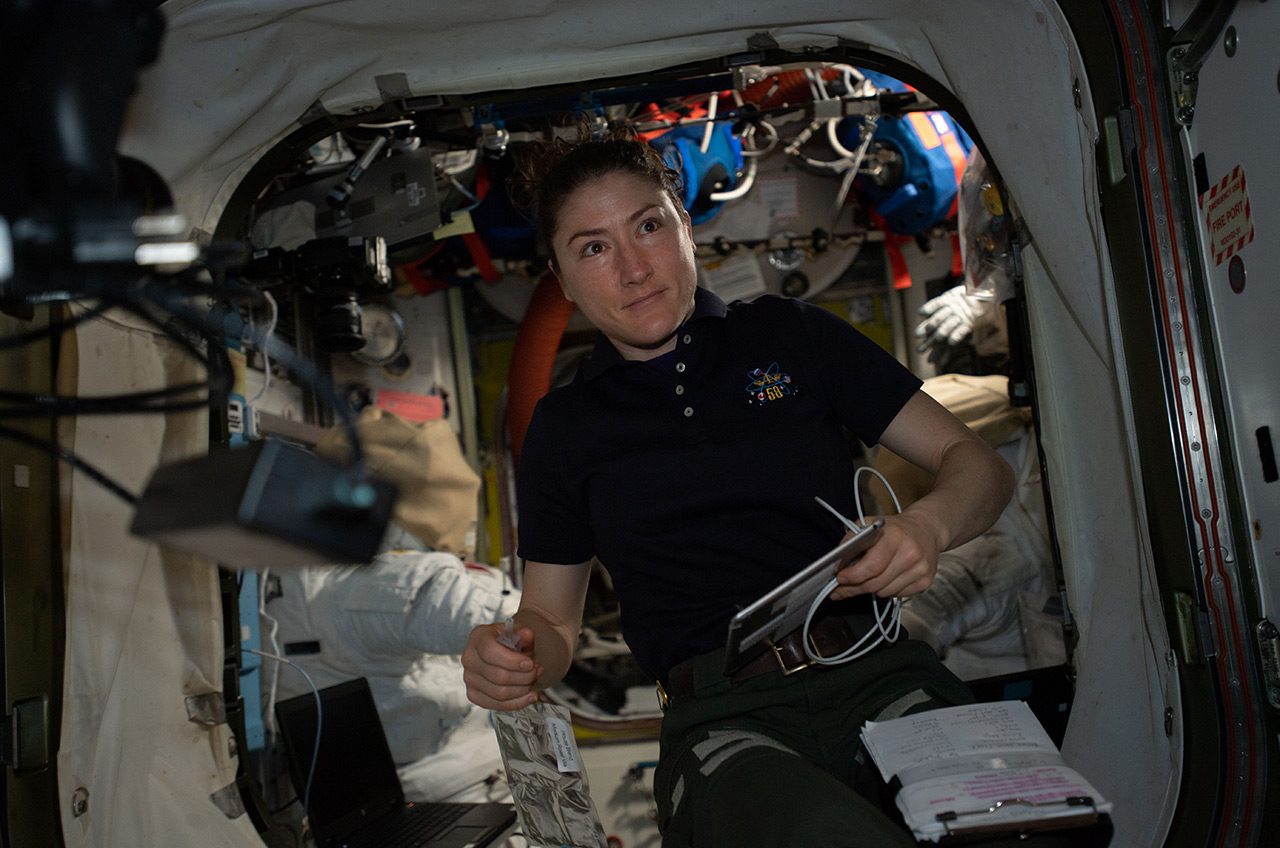 longest female astronaut in space - photo #35
