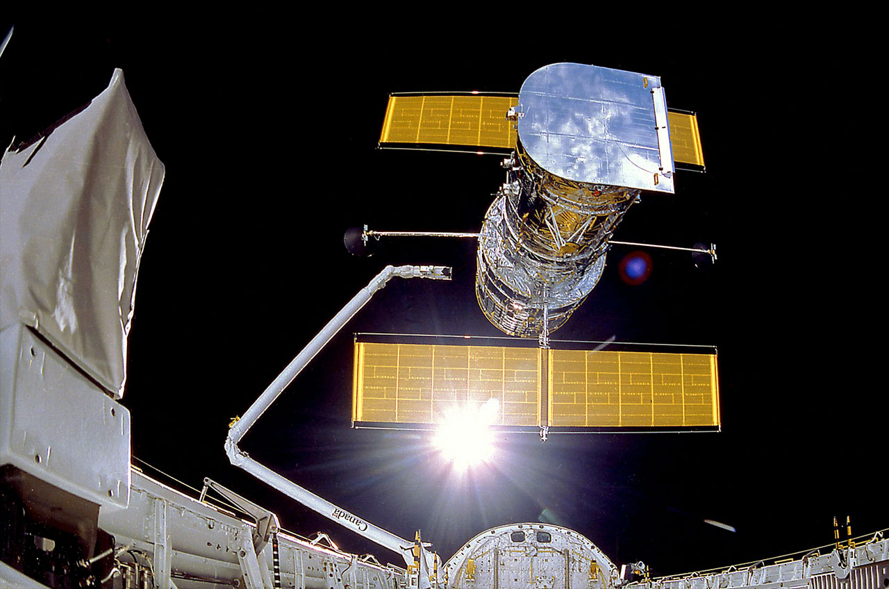 Holding Hubble history: Artifacts preserve space telescope ...