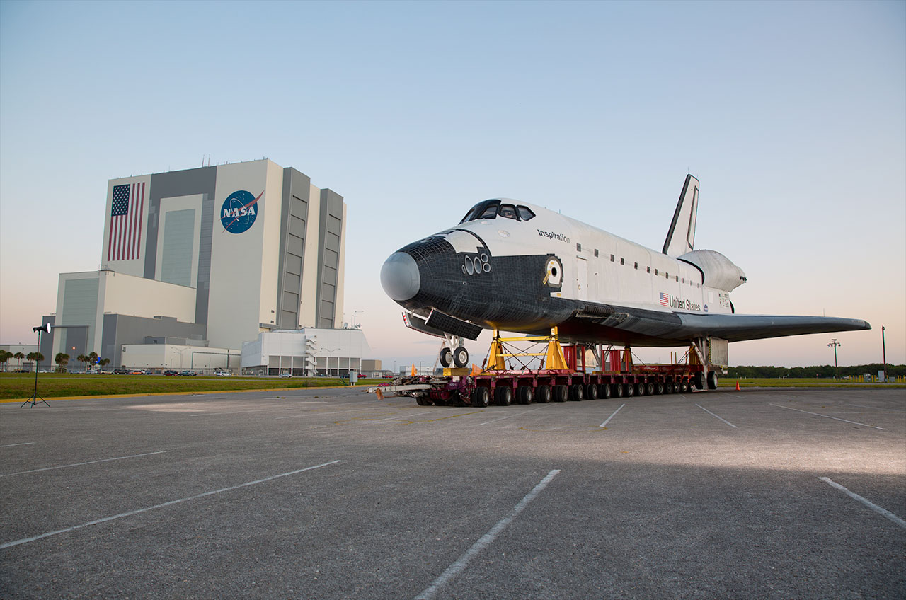 Replica on the runway: Mock orbiter lands on real space ...