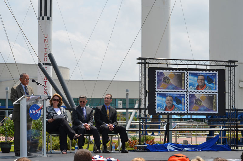 New U.S. stamps honor two Mercury explorers