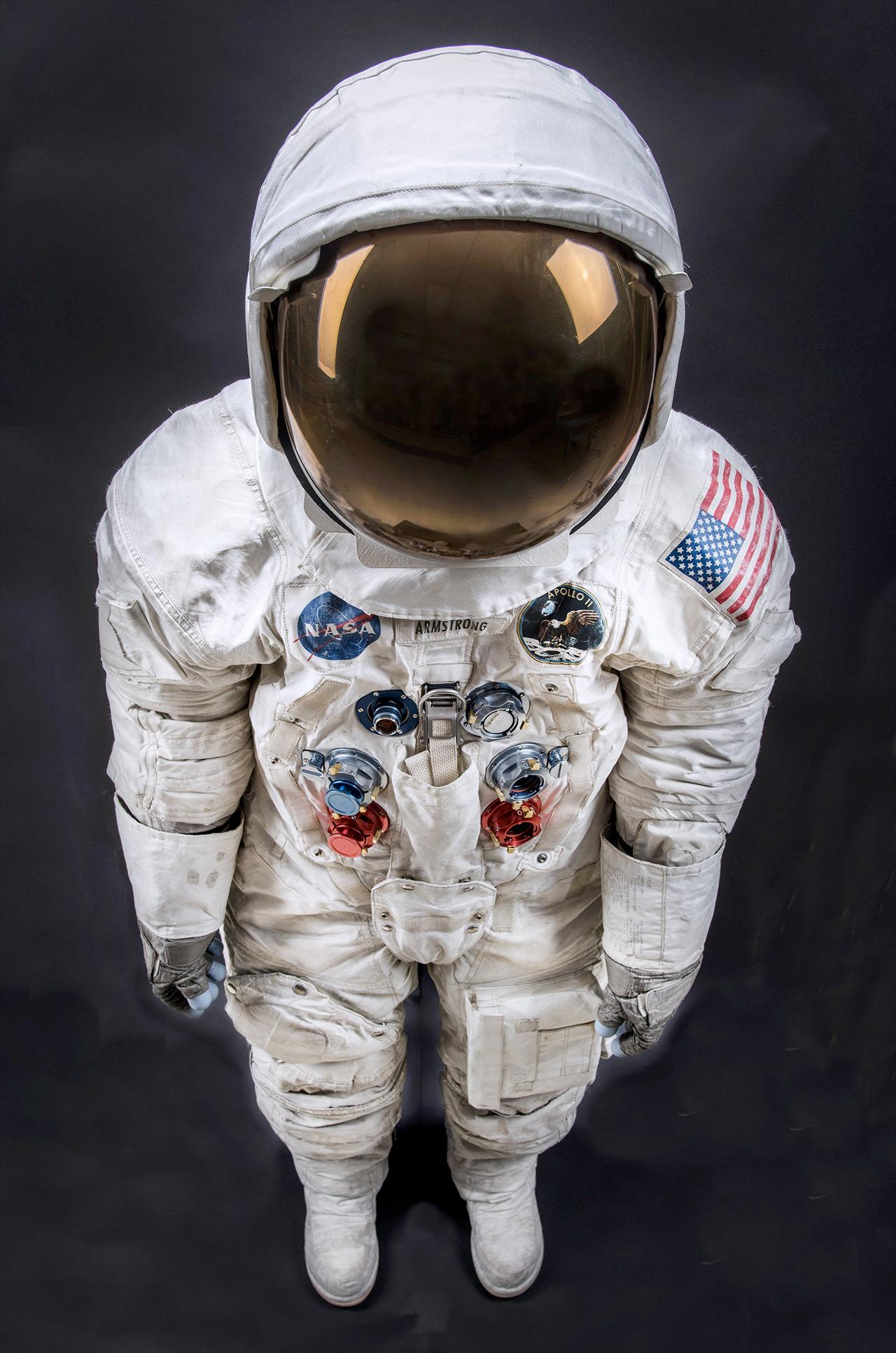 apollo 11 spacesuit weight - photo #23