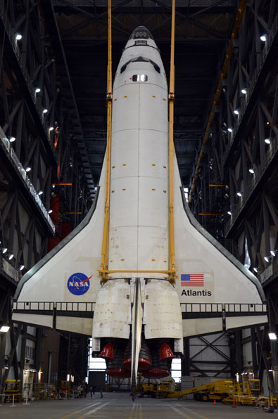 "collectSPACE - news - ""Photo Gallery: ""Atlantis lifted for ..."