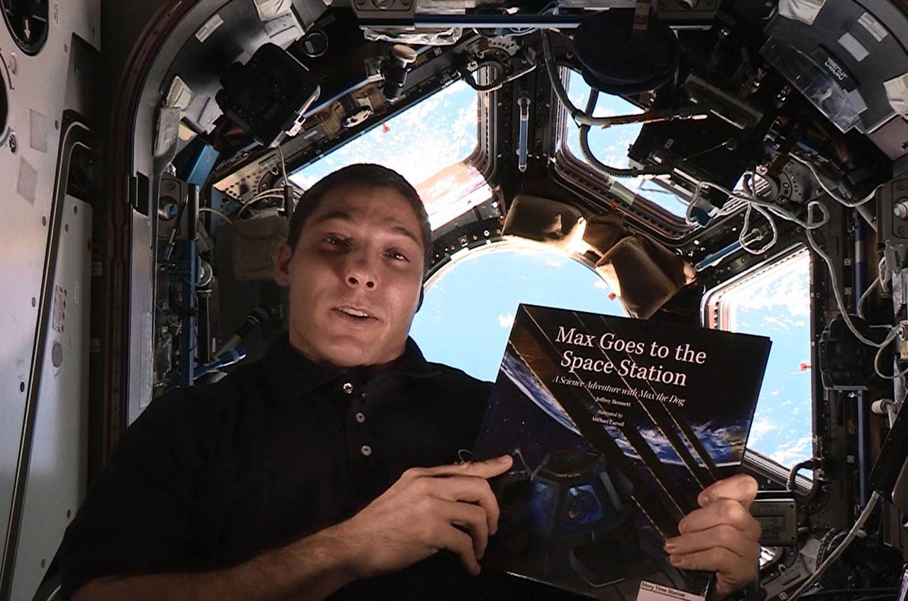 astronaut reading book - photo #22