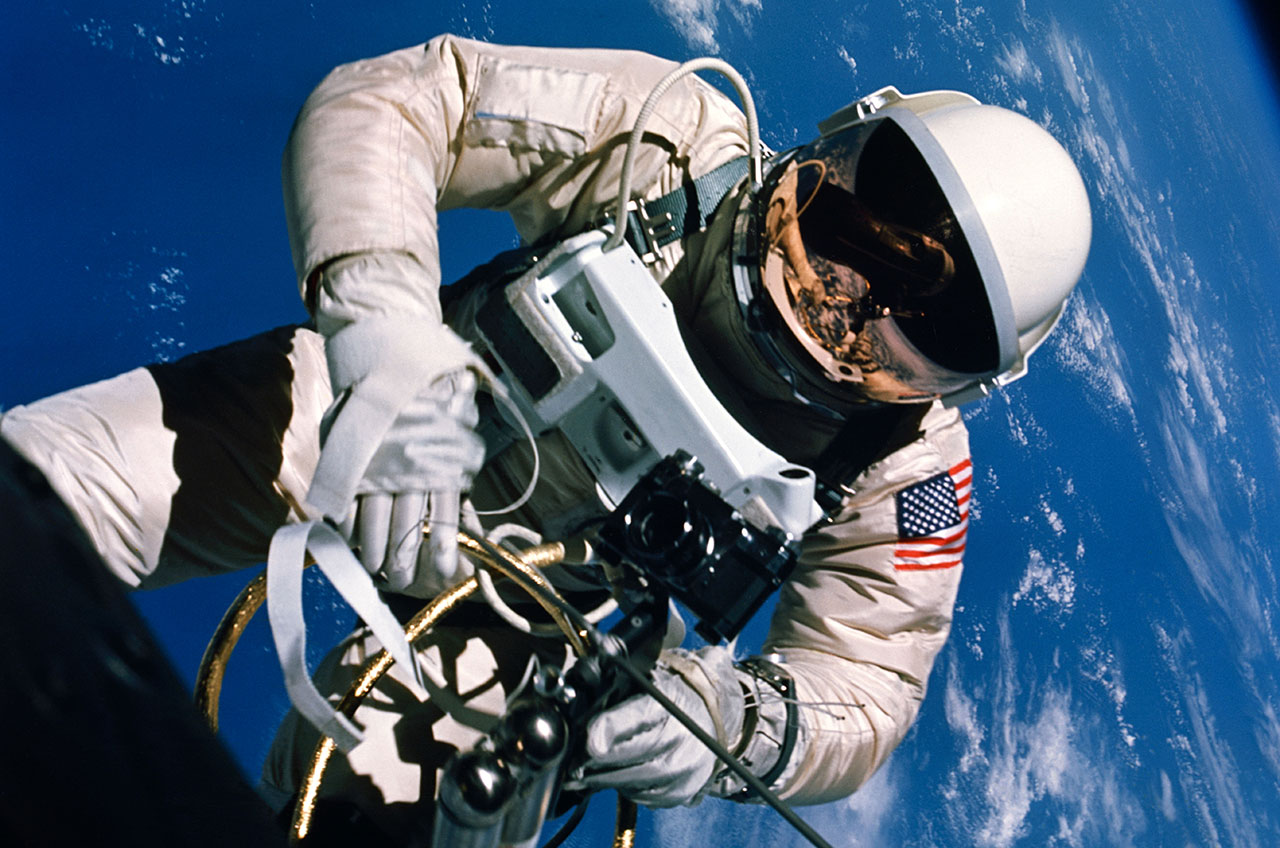 first american astronaut to walk in space - photo #1