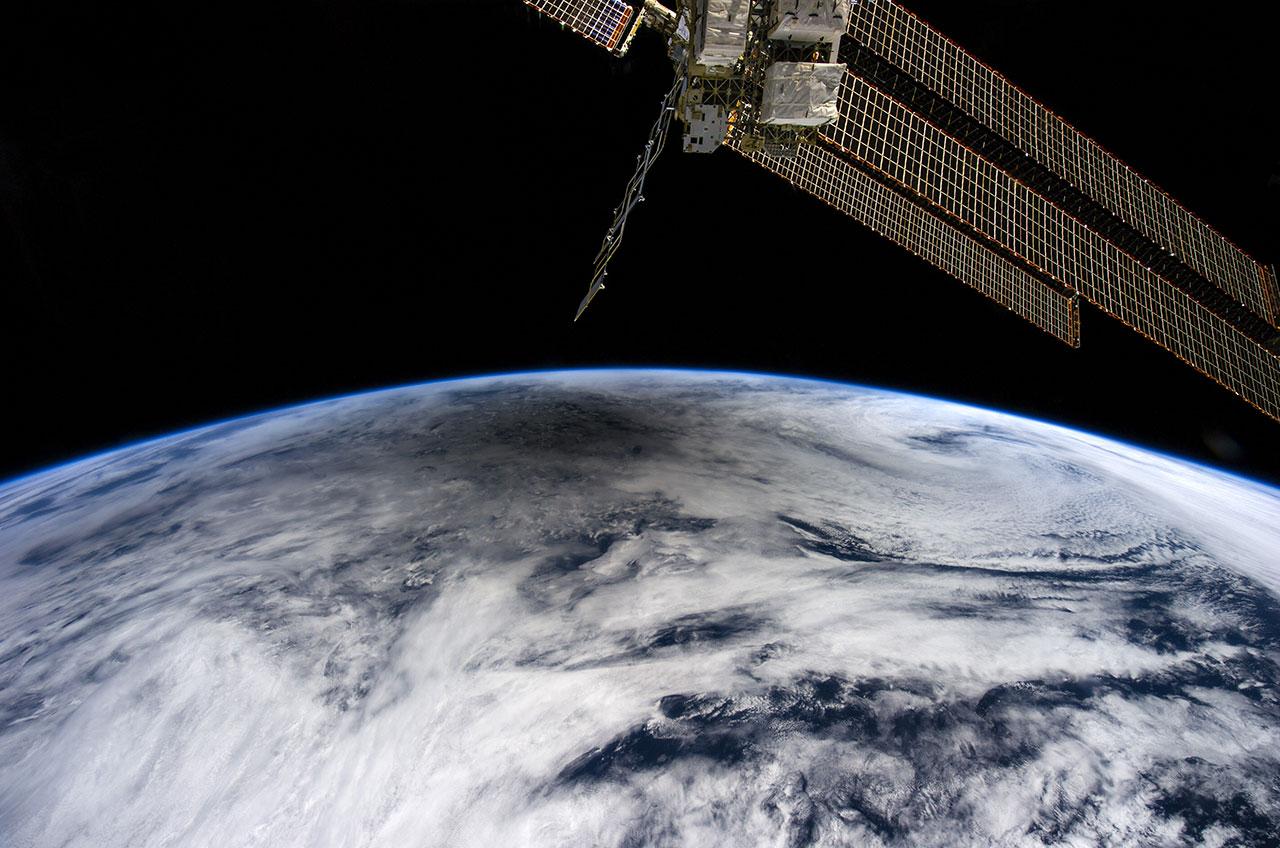 lunar eclipse space station - photo #25