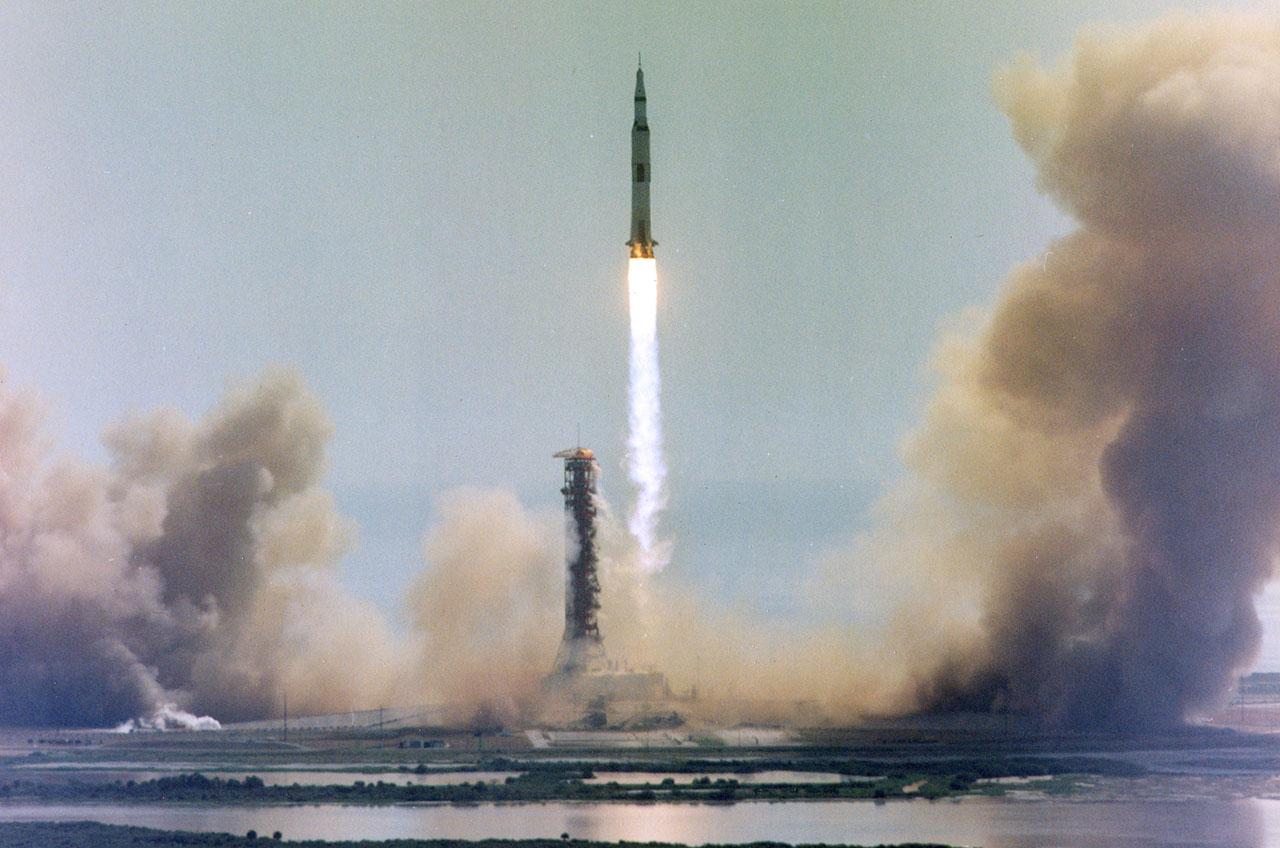 rocket landing on moon -#main