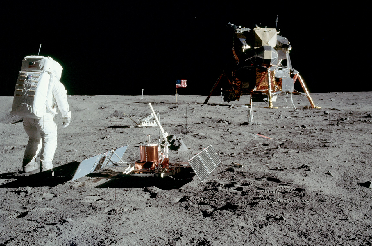 lunar landing in space - photo #4