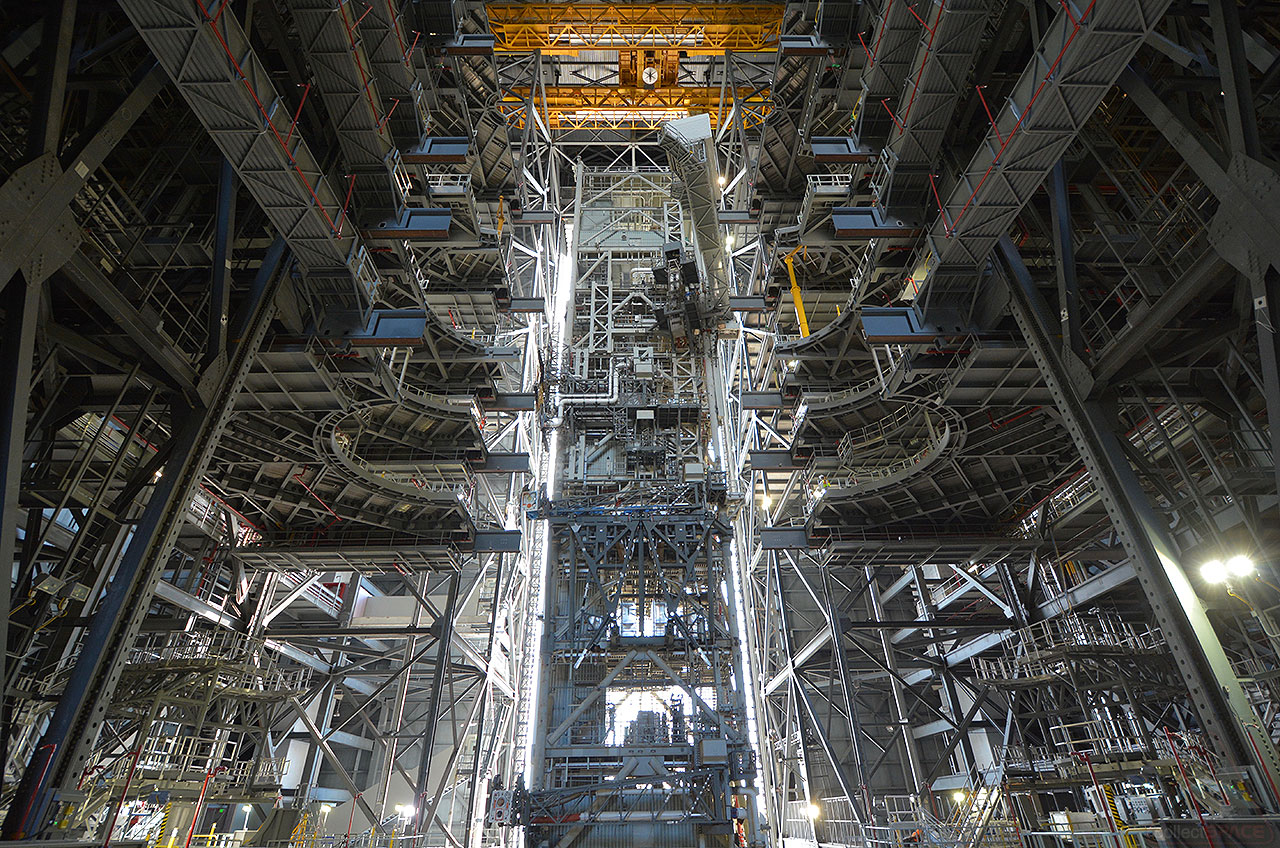 Evoking Apollo, NASA launch tower enters Vehicle Assembly ...