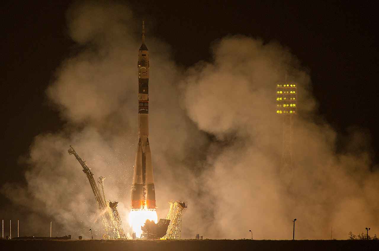 soyuz tma14m launches with new space station crew tiger