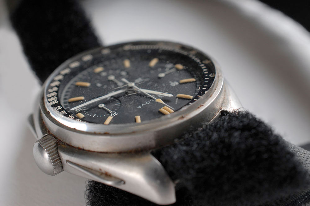 astronaut 39 s watch worn on the moon sells for record 1 6 million collectspace