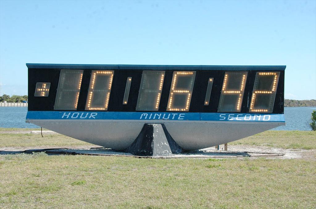 NASA's iconic countdown clock ticks down days to ...
