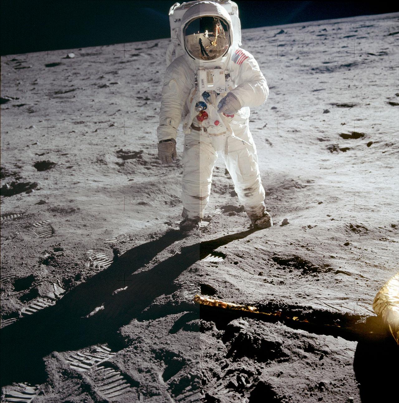astronaut behind - photo #9