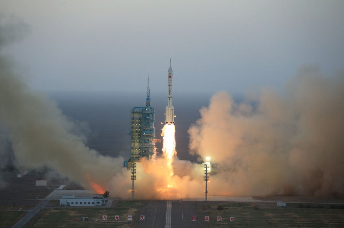 China launches two taikonauts on month-long Shenzhou 11 ...