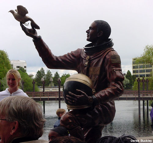 astronaut statue spokane - photo #2