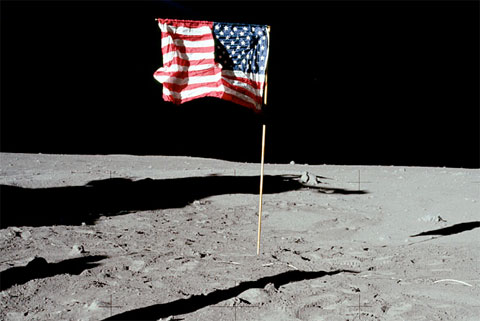 Who made Apollo 11's American flag? - collectSPACE: Messages