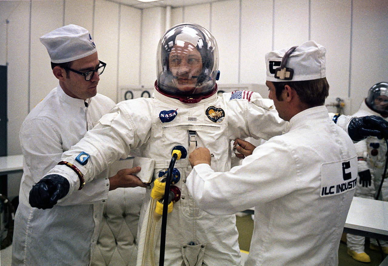 Apollo 13 crew swap and spacesuit use - collectSPACE: Messages