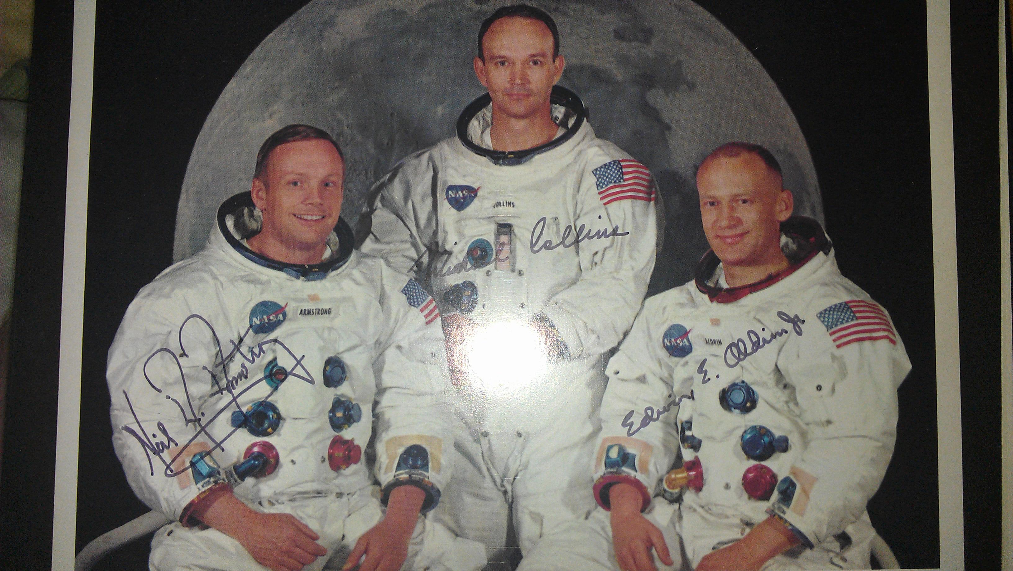 Authenticating an Apollo 11 autograph photo - collectSPACE ...