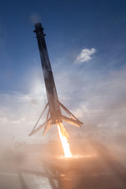 SpaceX Falcon 9/Thaicom 8, droneship landing ...